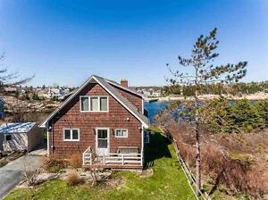 Cottage Style home with Fantastic View!