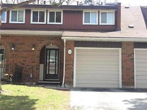 Beautiful Townhome In High Demand Area