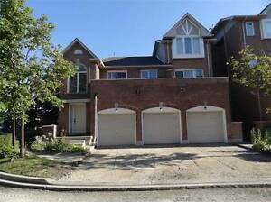 Bungalow Townhome with Outdoor Swimming POOL in Mississauga