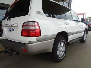 2004 Toyota Landcruiser LANDCRUISER WAGON SAHARA 4.7L PETROL AUTOMATIC WAGON 5448140 White Automatic Melton Melton Area Preview