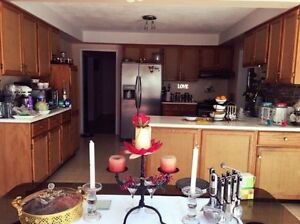◄ Kitchen Cabinets Real Oak Wood, Counter Top Save! $600 OBO ►