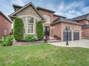 Fab 4 Bdrm Home Has Beautiful Kitchen With Pantry *BOWMANVILLE*