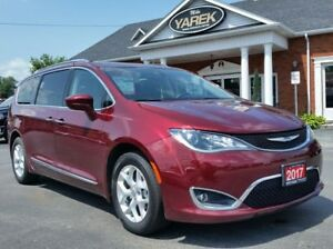 2017 Chrysler Pacifica Touring-L Plus, NAV, Pano Roof, DVD, Heat