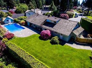 Stunning 5 bed, 4 bath, 3487 sqft North Vancouver House