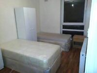 SHARE ROOM IN MILE END ** ALL BILLS INCLUDED ** NO ADMINISTRATION FEE ** WEECKLY CLEANER