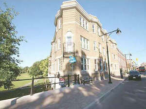 BRIGHT 1 BDRM APT in GLEBE with PARK ACCESS for SEPT.1st