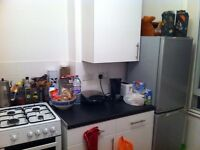 Cozy Single Room with Double Bed in Flatshare, Kilburn Park