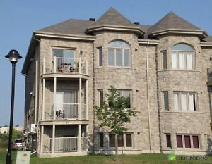 Beautiful condo available (2Rooms) Wow!! $970 !!Lease T-Over!!