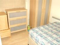 SUPER SPACIOUS DOUBLE STUDIO WITH FREE PARKING NEAR ZONE 3 TUBES, BUSES, SHOPS & SUPERMARKETS