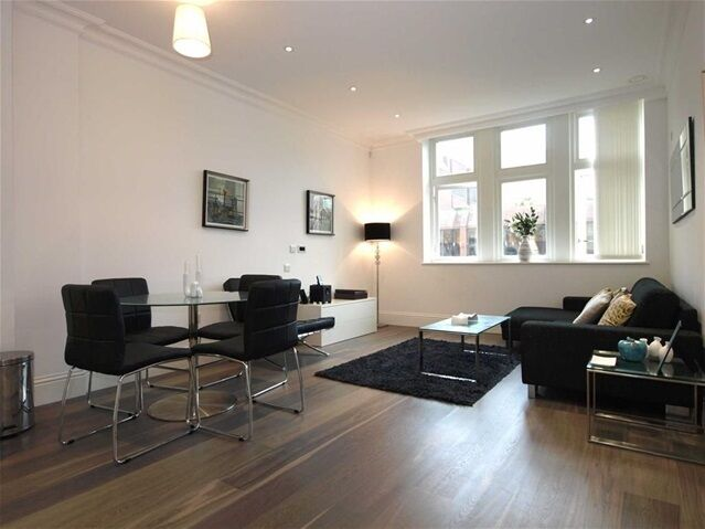 2 bedroom flat in Sterling Mansions, 75 Leman Street, Tower Hill