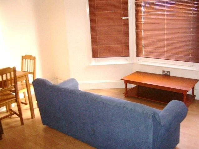 NEWLY REFURBISHED LOVELY 1 BEDROOM GARDEN FLAT NEAR ZONE 2 NIGHT TUBE, 24 HOUR BUSES & SUPERMARKETS