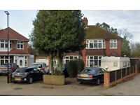 LARGE FOUR BED HOUSE IN HOUNSLOW - FIRS DRIVE!