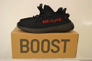 YEEZY V2 BRED WITH OTF RECEIPT SIZE 9.5 800$