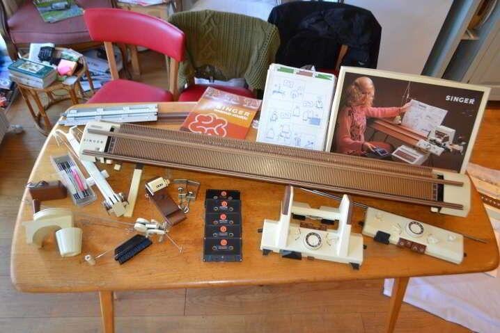 Knitting Machine - Singer 2310 Memomatic and Accessories ...