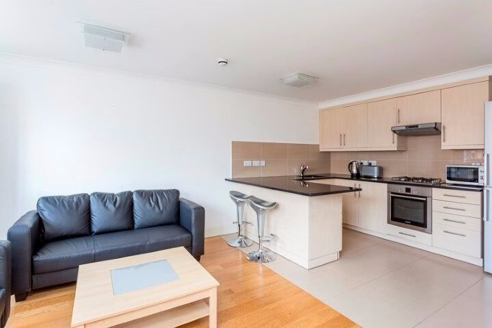 Spacious and bright 1 bed flat in a popular area, close to the transport links, furnished, W6