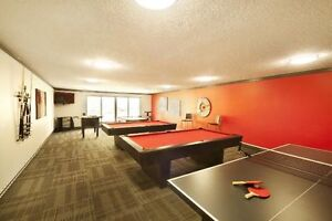 390 southgate village with free gym, swimming pool(1min fromLRT)