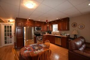 Apartment - 2 Bedroom / +1000sqft - Snow Clearing Included WOW!