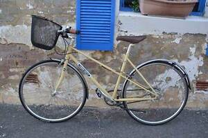 Commuter Bicycle for Female (almost new) incl. front basket+stand Manly Manly Area Preview