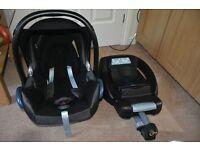 Car seat Maxi cosi cabriofix with isofix base.
