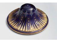 Art restorer repairs ceramic / porcelain / frames / stone / abalone / terra cotta