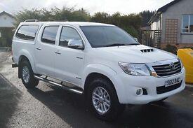 Toyota hilux invincible white