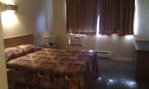 1 1/2 meublé, sans bail, wifi, câble, tél sem-mois Hôtel Newstar