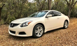 2011 Nissan Altima S Coupe (2 door)