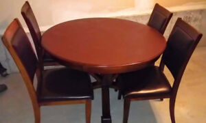 Dinning table with 4 chairs $90