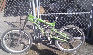 2006 Devinci Wilson, LOTS OF WORK DONE TO IT