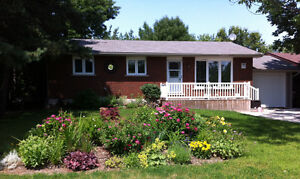 Meaford home for sale, short drive to Thornbury & Collingwood