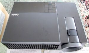 Dell 1409X Projector – Like New Condition – Extra Lamp Included