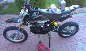 Selling mint condition DIRTBIKE