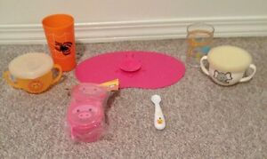 CUPS, SPOON, SNACK TRAPS WITH LIDS & RUBBER MAT