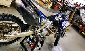 Yamaha YZ450 F 2007 . Pipe FMF 4.1 powerbomb  inclus