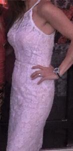 Belle robe en dentelle