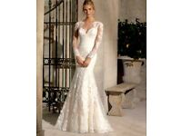 Lace ivory wedding dress and long vail