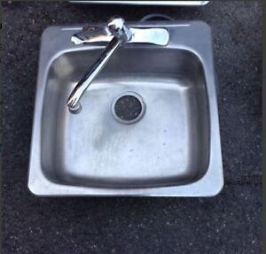 Single steel sink with hardware