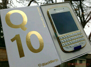 Like new condition unlocked blackberry q10 white and gold