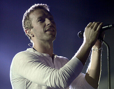 Chris Martin UNSIGNED photo - D497 - Lead vocalist and pianist with Coldplay