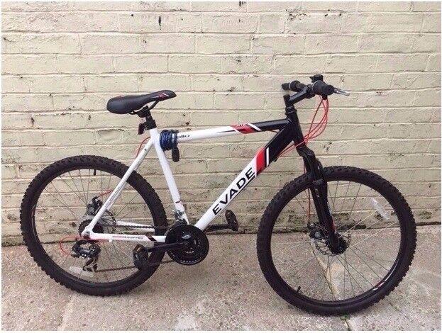 Apollo Evade White & Black Medium Frame Flat Bar Front Suspension Mountain Bike- Excellent Condition