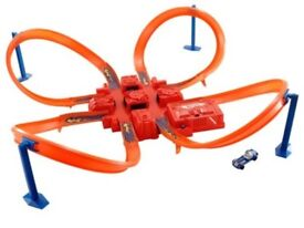 Hot Wheels Bundle 4 sets Criss Cross Crash, 5-in-1 Mega Car Garage, Mega Loop Mayhem & Volcano Blast