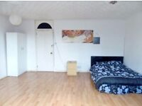 ---TWIN ROOM IN ZONE 1--REAL PICS--100 PER PERSON PER WEEK----E10DT---WILL BE GONE SOON---CALL TODAY