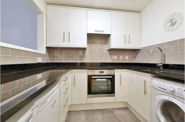 STUNNING 1 DOUBLE BEDROOM APARTMENT WITH BALCONY SET IN A SOUGHT AFTER BLOCK