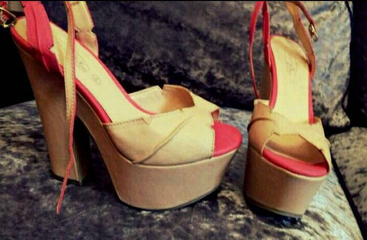Gorgeous beige and coral wedges size 6 Brand new