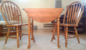 "Beautiful ""Roxton"" table and Four chair set"