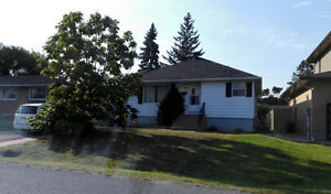 3Bdrm bungalow(main level) in Nepean, $1500 all-Incld, Free WiFi