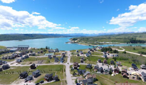 Year round lake home minutes from Banff & Calgary
