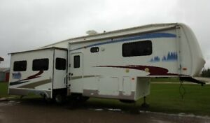 2006 Forest River Cardinal 5th Wheel Trailer. 33Ft, 50amp.