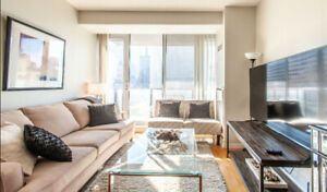 Luxury Downtown Condo and Bedroom By Eaton Center