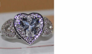 Gorgeous crystal ring-new